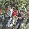 El rescate de un peludo que estaba en el barranco de un río en Veracruz, se viraliza ante lo difícil de las maniobras para salvarle la vida