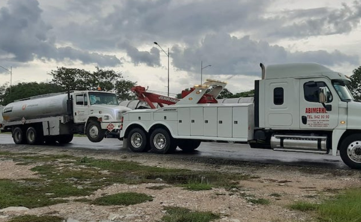 Falsa volcadura de pipa de gas en el anillo periférico de Mérida causa movilización policiaca