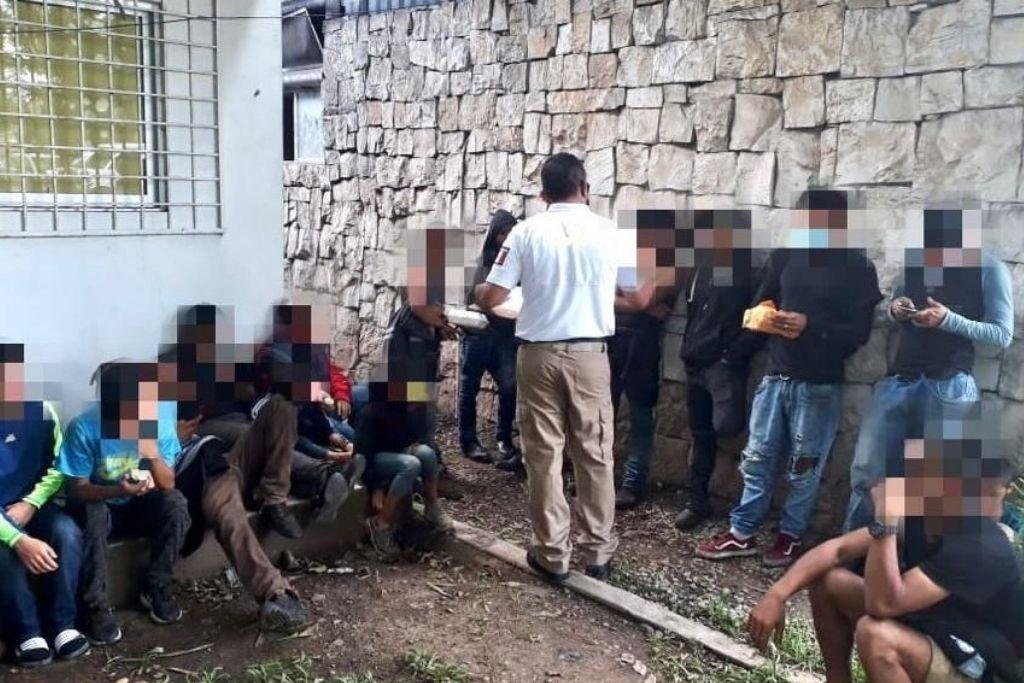 Rescatan a 178 migrantes en Las Choapas, Veracruz.