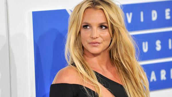 Britney Spearsanuncia que no volverá a realizar show mientras su padre controle su vida