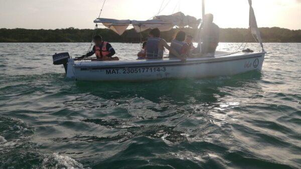 Siete turistas de nacionalidad mexicana, fueron rescatados por Ensar, luego de que el velero en el que paseaban quedará a la deriva