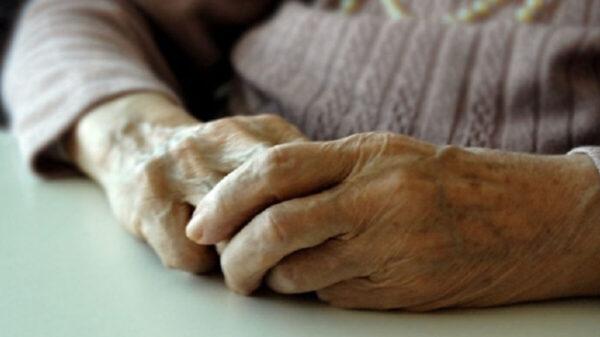 El mal olor delató a una abuelita; mantenía a su esposo muerto en su casa