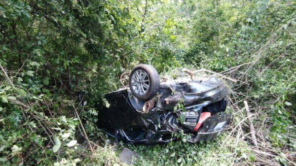 Vuelca vehículo en el tramo Libre Unión-Holcá; una persona lesionada