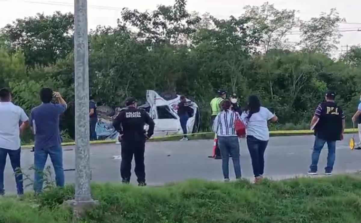 Fuerte choque entre combi y tráiler deja 4 muertos en Periférico de Mérida