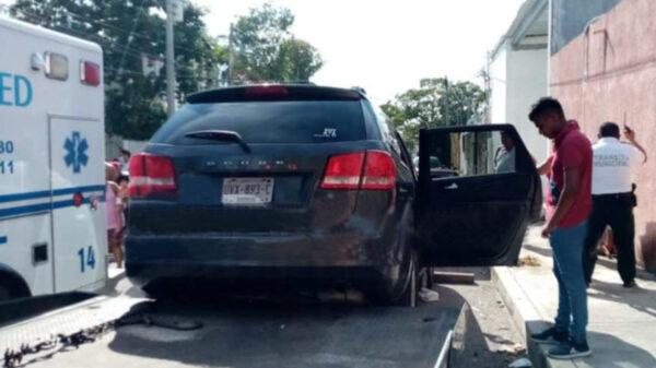 Cancún: Imprudente conductor atropella y mata a repartidor