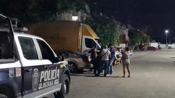 Cancún: abandonan a hombre baleado en calles de Ciudad Natura
