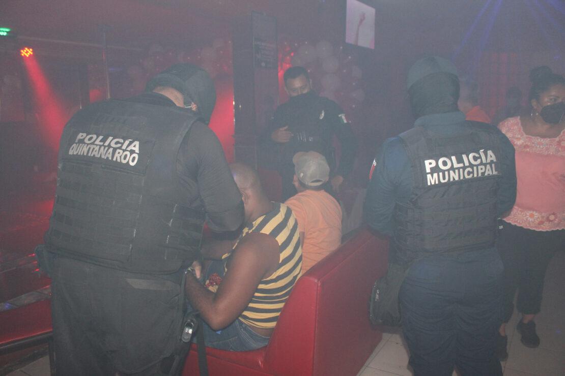 Llevan a cabo operativo sorpresa en bares, buscan inhibir delitos