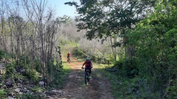 Sobre ruedas, recorren ciclistas senderos de la Guerra de Castas