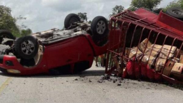 Tragedia en Kantunilkín, vuelca camioneta cargada de cervezas