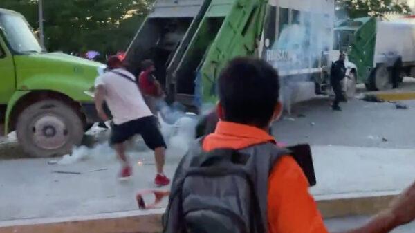 Cancún: Policía Quintana Roo se enfrenta a recolectores de basura