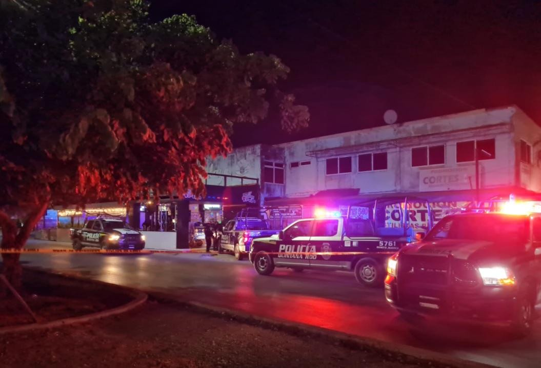 Ejecutan en un bar a custodio de la cárcel de Cancún.