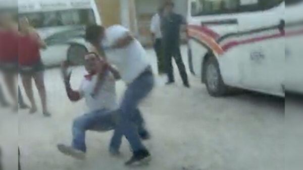Video: Choferes de combi en Cancún protagonizan violenta pelea estilo MMA