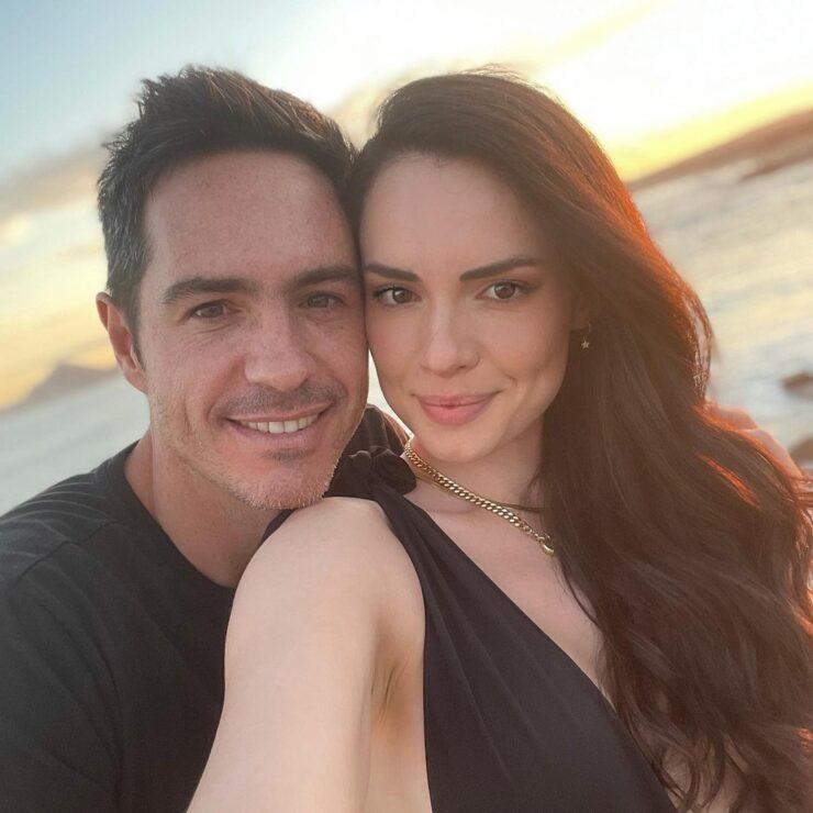 Mauricio Ochmann celebra seis meses de noviazgo con Paulina Burrola