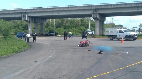 Traíler arrolla y mata a motociclista en tramo Valladolid-Tizimín