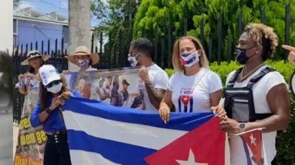Niurka Marcos se suma a las manifestaciones contra el gobierno de Cuba llevadas a cabo en Yucatán