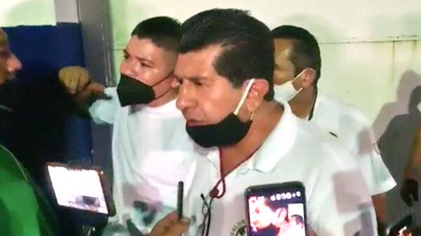 Tras detención de taxistas, hace el ridículo policía turística