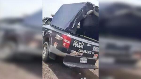 """Video: """"Balconean"""" a policías usando de motel una patrulla"""