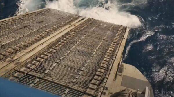 Quintana Roo: Recolectan del sargazo en el océano, costa y playas.