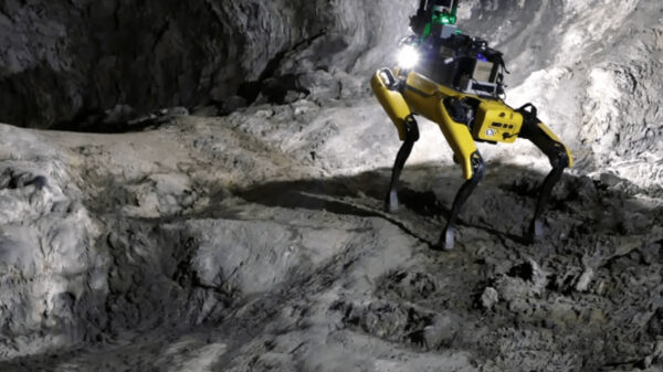 """Video: """"Spot"""" el perro robot que entrena para misión en Marte"""