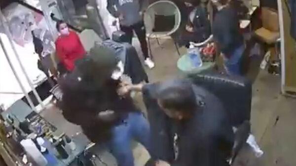 Video: Terror en barbería de EdoMex durante asalto