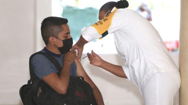 Menores fingen ser adultos para vacunarse contra el covid-19 en Chetumal