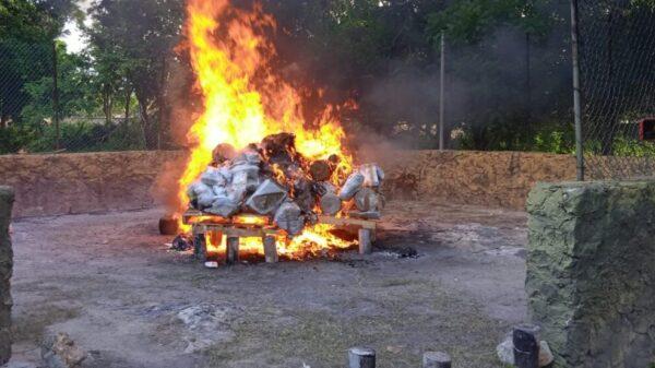 FGR Quintana Roo incinera narcóticos y destruye diversos objetos delictivos.