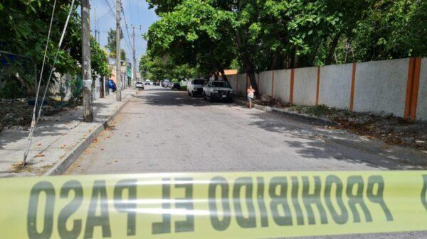 Encuentra un cuerpo ensabanado en la Región 96 de Cancún.