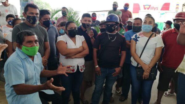 Protestan extrabajadores del Ayuntamiento de Lázaro Cárdenas.