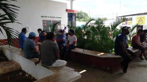 Recortes presupuestales causaron bajas en Ayuntamiento de Lázaro Cárdenas.