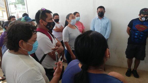 Retienen a funcionario de Lázaro Cárdenas por conflicto laboral.