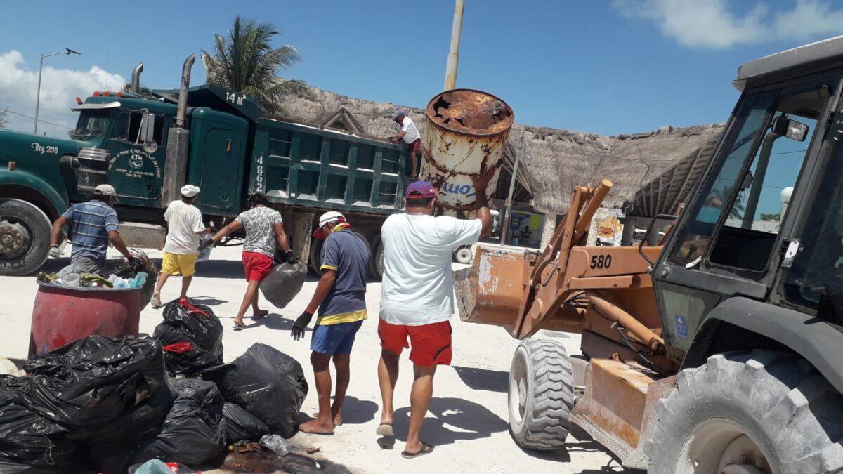 Continúan los problemas con la basura en isla Holbox.