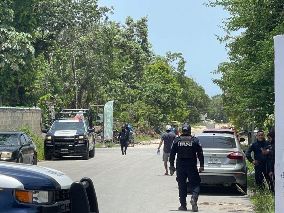 Frustrado desalojo en la colonia Carlos Joaquín de Tulum (VIDEO); invasores bloquean la carretera costera como medida de presión.
