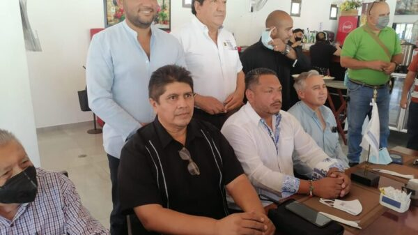 Presentan a José Lara Díaz como nuevo presidente de la AMIC en Quintana Roo.