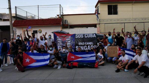 Segundo días de manifestaciones de cubanos residentes en Cancún.