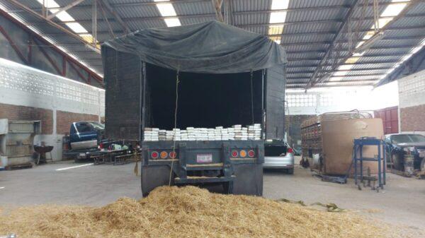 Aseguran camión con 114 kilos de cocaína en un taller de Reynosa.