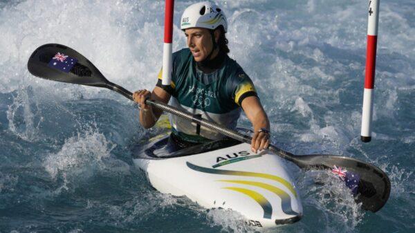 Luego de reparar su kayak con un ingenioso truco, la atleta australiana Jessica Fox, logró competir al final del canotaje femenino