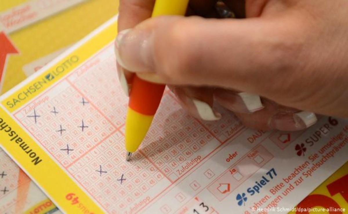 Una mujer de Alemania se populariza luego de que ganara la lotería, ya que se enteró varias semanas después que era millonaria
