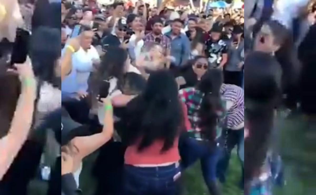 El video en donde un hombre se pone a bailar para detener la pelea entre un grupo de mujeres gana popularidad en las redes sociales
