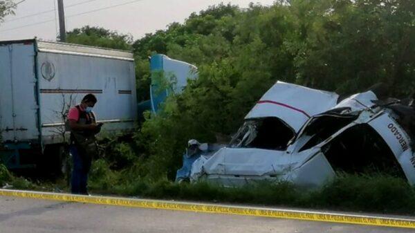 Sube a 7 la cifra de muertos del accidente entre combi y tráiler sobre el Periférico de Mérida