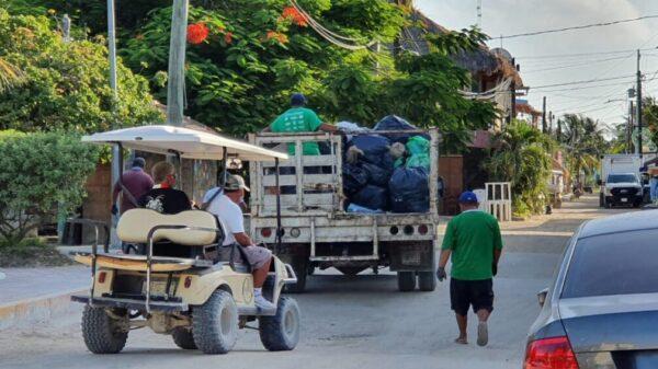 A temprana hora inició la recoja de basura en la isla de Holbox