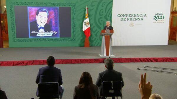 Marco Antonio Muñiz ameniza la mañanera de AMLO