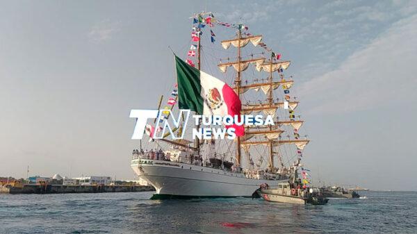 Arriba a Cozumel el buque-escuela velero 'Cuauhtémoc'.