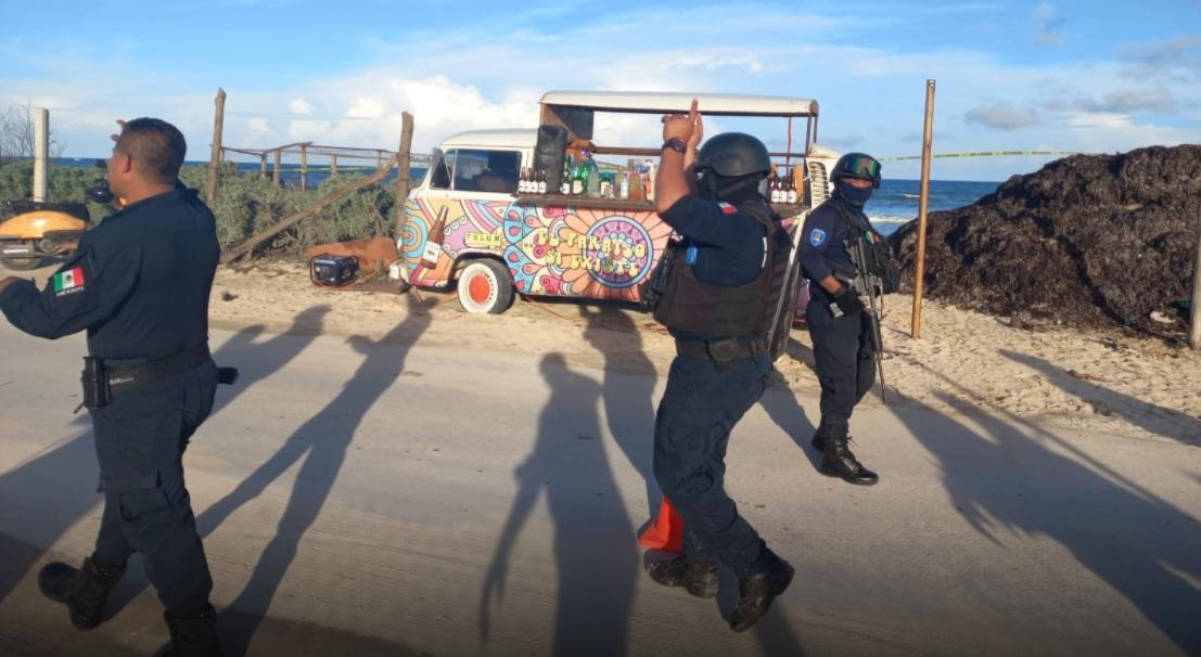 Ejecutan a balazos vendedor de micheladas en playa del Tulum.
