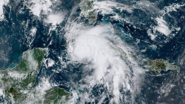 Huracán Ida tocó tierra en Cuba; deja severas inundaciones