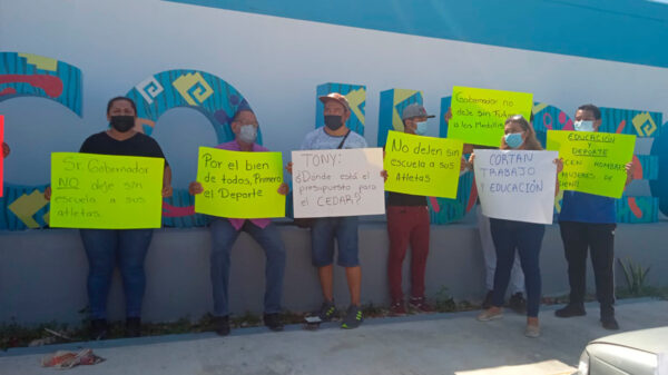 Padres de atletas elite protestan en la Cojudeq