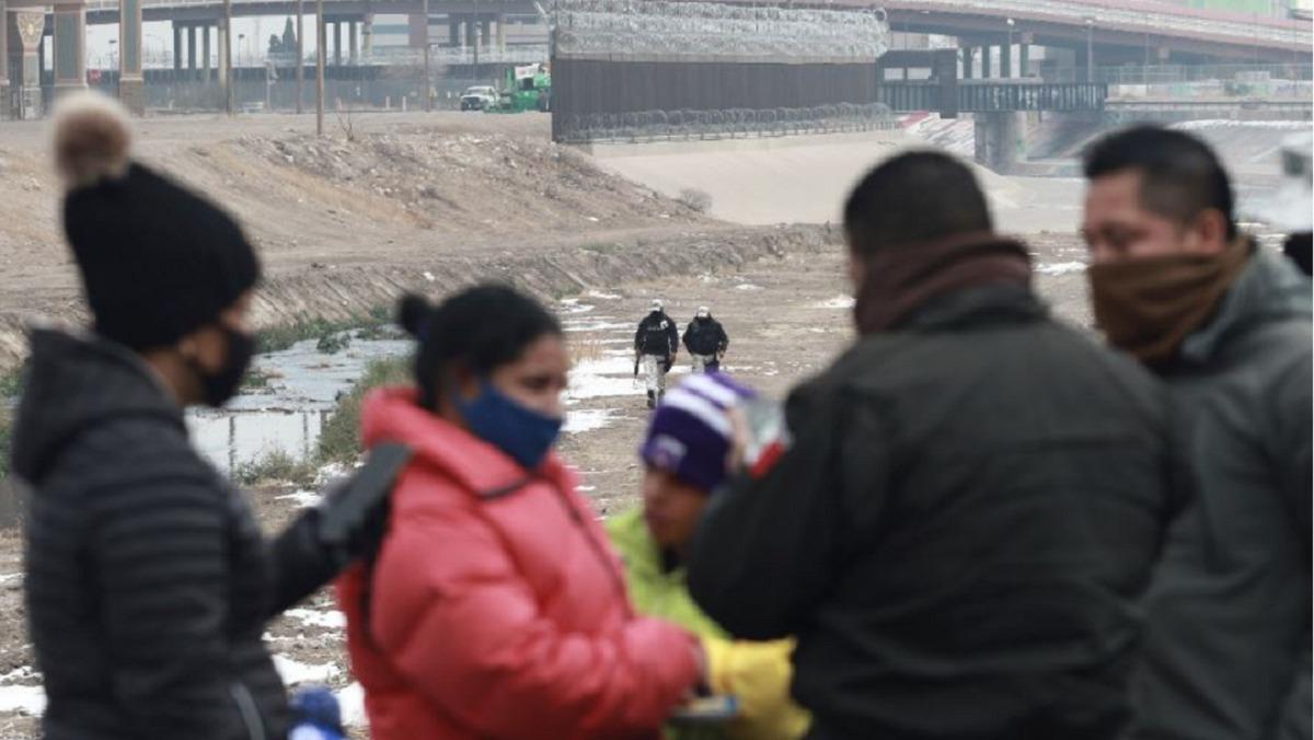 Según los datos más recientes del Servicio de Control de Migración y Aduanas de Estados Unidos, el número de migrantes detenidos supera las cifras de detenidos bajo el mandato del expresidente Donald Trump.