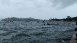 Por alto oleaje en playas de Acapulco desaparecen siete personas