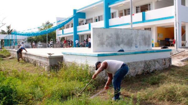 Gobierno de Puerto Morelos contribuye en la recuperación de escuelas de nivel básico