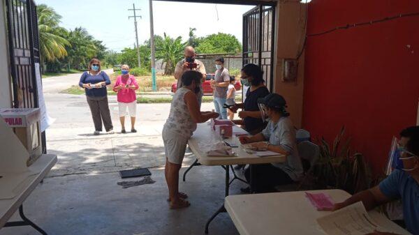 Salvo un incidente menor en Felipe Carrillo Puerto transcurre en calma la Consulta Popular