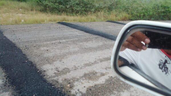 Taxistas de Nuevo X-Can denuncian la falta de señalamientos en topes.